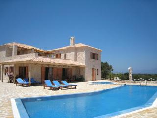 Comfortable 6 bedroom Villa in Agios Nikolaos - Agios Nikolaos vacation rentals