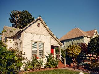 The Painted Lady Guest Cottage - Dundee vacation rentals