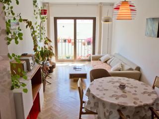 Modern, Central & Quiet + Parking - Madrid vacation rentals