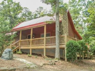 RUSTIC RETREAT~2 BEDROOM, 2 BATHROOM~SLEEPS 6~SATELLITE TV~WIFI~GAS GRILL~HOT TUB~SMALL DOGS ALLOWED~PUBLIC ACCESS TO LAKE BLUE  - North Georgia Mountains vacation rentals