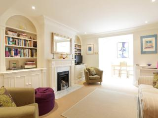 Queensdale Place, pro-managed - London vacation rentals