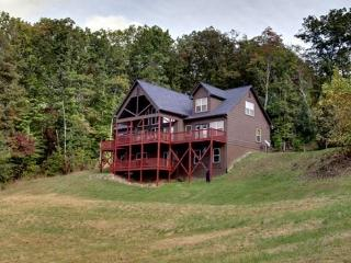 SOUTHERN CROSS LODGE- 7 BEDROOM + LOFT AREA, 4 BATHROOMS, SLEEPS 22, DIRECTV, GAS LOG FIREPLACE, POOL TABLE, FOOSBALL, GAS GRILL, HOT TUB, STARTING AT $400/NIGHT - Blue Ridge vacation rentals