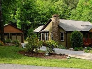 FIDDLER`S GREEN*3 BEDROOM, 2 BATHROOM-WOOD BURNING FIREPLACE-FLAT SCREEN TV`S-DIRECTV-WIFI-KING SIZE BED-POOL TABLE-GAS GRILL-HO - North Georgia Mountains vacation rentals