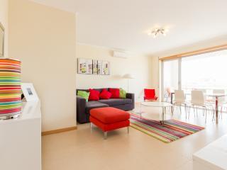 426728 - Air Conditioned Modern apartment, Satelite TV with Pool - Sleeps 7 - Sao Martinho do Porto - Sao Martinho do Porto vacation rentals