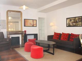 Great 2 Bedroom at rue des Rennes Apartment - Paris vacation rentals