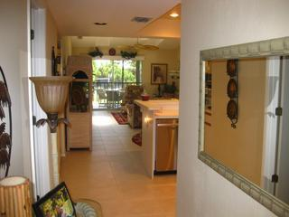 Inviting entrance - Beautifully furnished condo 15mins from the beach - Englewood - rentals