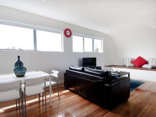 Charming 2 bedroom Melbourne Condo with A/C - Melbourne vacation rentals