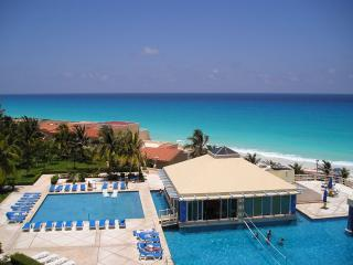 PH 04 2 BEDROOM ON BEACH WITH A GREAT VIEW !! - Cancun vacation rentals