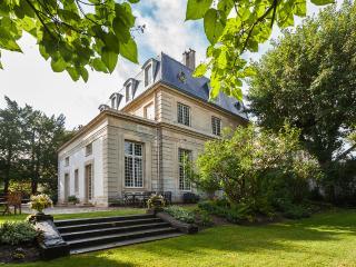 22093 - Montfort-l'Amaury vacation rentals