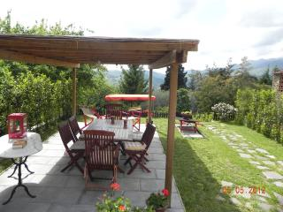 Large portion of farmhouse on the hills of Lucca.WIFI.Garden.panoramic.jacuzzi. - Lucca vacation rentals