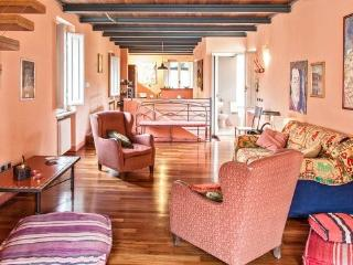 La Fratta Splendid Attic with 2 bathrooms and View - Lucca vacation rentals