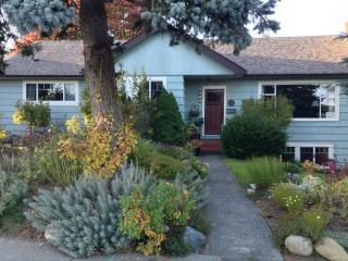 Corner House Guest Suite: Private, Quiet Studio - Courtenay vacation rentals