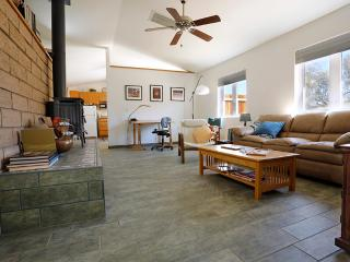 1200sq ft Romantic Getaway, Walk to Hiking & Rocks - Joshua Tree vacation rentals