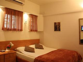 Cozy and Central Studio Apartment - Israel vacation rentals