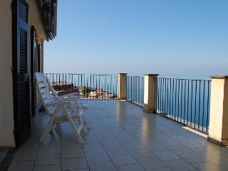 """LA TERRAZZA"", astonishing terrace in a detached house with splendid view and silent private garden - Manarola vacation rentals"