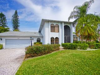 Villa Lucky Tee on a golf course, Cape Coral - North Fort Myers vacation rentals