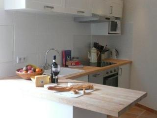 Stylish, comfortable holiday apartment in France - Octon vacation rentals