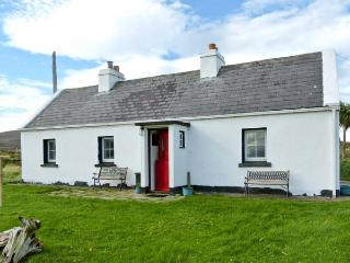 SOUND COTTAGE, pets welcome, sea view, multi-fuel stove, ground floor cottage near Achill Sound, Ref. 13594 - Achill Sound vacation rentals
