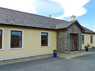 CREEDON HOUSE, fire, spacious garden, all ground floor cottage near Kilgarvan, Ref. 24112 - Kilgarvan vacation rentals