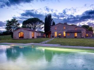 Villa Montesoli, Luxurious Tuscan Villa - Relax in the Sauna, Jacuzzi & Pool - Siena vacation rentals