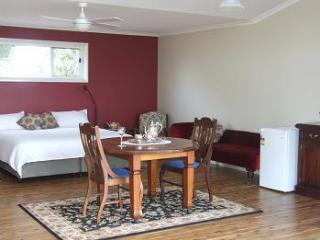 Nice B&B with Deck and Internet Access - Dubbo vacation rentals