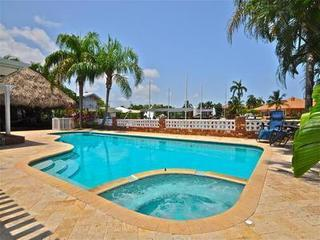 Custom Heated Pool and Jacuzzi - Tiki Hut Luxury Vacation home near Fort Lauderdale - Fort Lauderdale - rentals