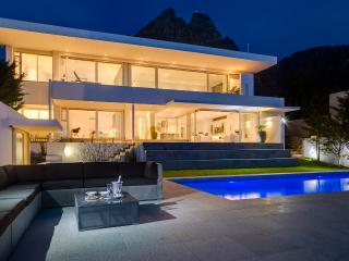 Tranquil, Modern 5-Star Villa in Camps Bay - Camps Bay vacation rentals