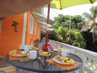 Perfect Cottage with Deck and Internet Access - Fort Myers Beach vacation rentals