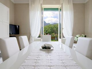SOGNO - Deluxe apartment in front of lake - Bellagio vacation rentals