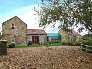 TADPOLE BRIDGE COTTAGE, pets welcome, WiFi, riverside location, en-suite facilities, near Bampton, Ref. 29653 - Bampton vacation rentals