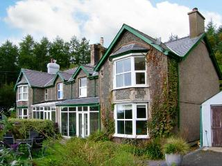 PENDYFFRYN, semi-detached cottage, two woodburners, parking, acre of woodland and wildflower garden, in Beddgelert, Ref 23711 - Gwynedd- Snowdonia vacation rentals