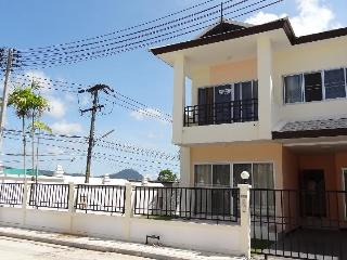 Relaxing Home in Phuket, Mountain view bedroom - Phuket vacation rentals