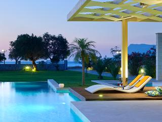 Villa Elvina,Chania - WATERFRONT,PRIVATE,PEACEFUL,LUX,SPACIOUS,80M2POOL&JACUZZI - Drapanias vacation rentals