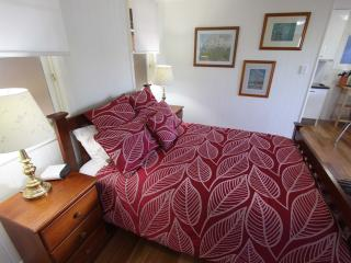 Quiet inner city luxury studio apartment - Brisbane vacation rentals