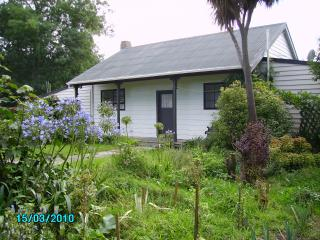Beautiful 1 bedroom Cottage in Greytown with Internet Access - Greytown vacation rentals