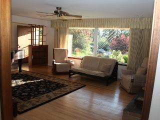 Beautiful 3 Bedroom Ranch House with Grand Piano - Edmonds vacation rentals