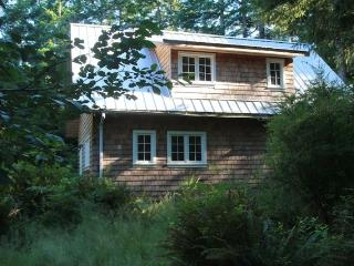 Perrywinkle Cottage - Bliss on Quadra Island! - Quadra Island vacation rentals