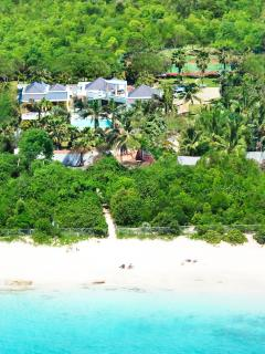Villa Blue Palm, Plum Baie, Terres Basses, St Martin 800 480 8555 - BLUE PALM... WOW!! Fabulous contemporary villa just 100 steps to beautiful Plum Baie beach + Full AC, Tennis & Gym!! - Plum Bay - rentals