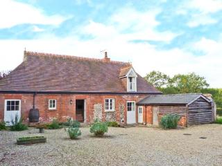 ROOKWOODS converted coach house, rural views, open fire in Castle Hedingham Ref 29621 - Castle Hedingham vacation rentals