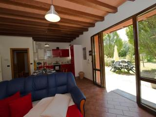 RAFFAELLO - Own Park & Parking, WiFi - Modena vacation rentals