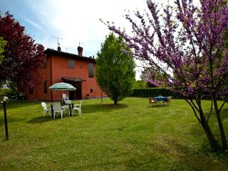 RAFFAELLO - Own Park & Parking, WiFi - Bologna vacation rentals