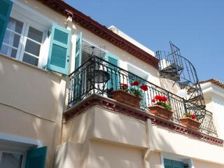 Bright 2 bedroom Condo in Athens - Athens vacation rentals
