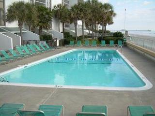 *Oceanfront* Ideal family getaway @ Brigadune-Shore Drive Myrtle Beach SC #1B - Myrtle Beach vacation rentals