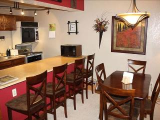 Very comfy and cozy 1 bed,  2 bath. DISCOUNT LIFT TICKETS!!!!!! Sleeps 6. - Winter Park vacation rentals