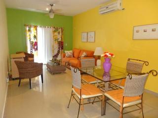 """MY COCO BEACH CONDO"" - BEAUTIFUL 2 BR near BEACH - Playa del Carmen vacation rentals"