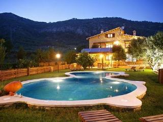 La Ginesta es una partición de la antigua  Masía de Mas Rossell, con fecha del siglo XVIII. - Aiguamurcia vacation rentals