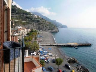 Casa Flavia in Minori overlooking the sea - Minori vacation rentals