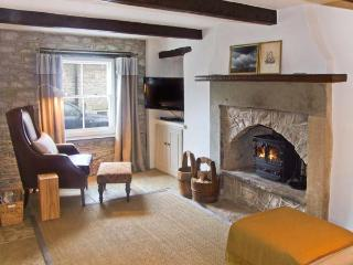 WYECLIFFE COTTAGE, character cottage with woodburner, patio, close to amenities and walks, in Tideswell, Ref 27238 - Tideswell vacation rentals