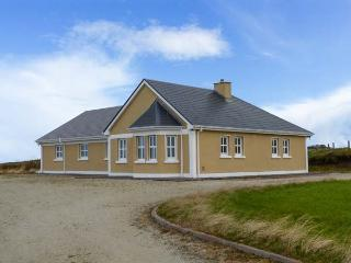 BALLYCROY PLACE, single-storey, all bedrooms have en-suites, open fire, sea views, near Ballycroy, Ref 29257 - Doohooma vacation rentals