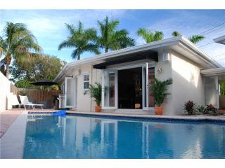 Tropical Pool Home, centrally located,tastefully decorated! - Fort Lauderdale vacation rentals